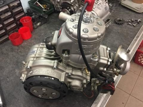 Mantenimiento del motor KZ: desmontar y montar la culata