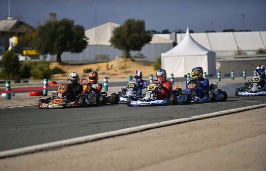 Test, entrenos y carreras, el karting sin descanso invernal.