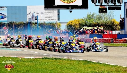 CEK 2015 - Maya Weug, Daniel Nogales, Eliseo Martínez, Edu García y Jorge Pescador en la pole de la primera carrera