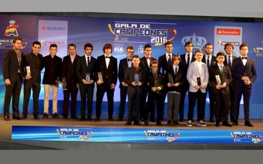 Los mejores pilotos del Campeonato de España de Karting, premiados en la Gala de Campeones 2016.