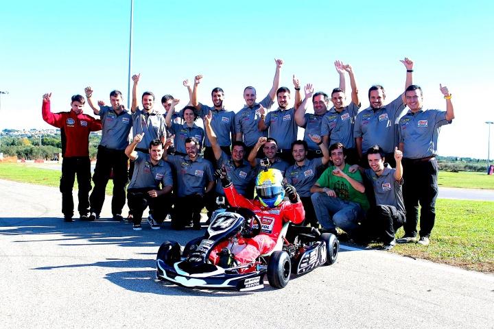 Debut esperado - El kart de Monlau Competicion ya rueda en la pista.