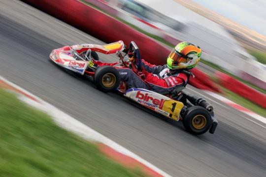 El piloto valenciano Rubén Moya empieza su andadura en Italia