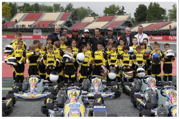Alonso, Sainz y Hamilton con el karting en Montmeló