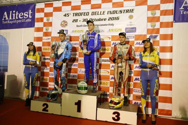 Genís Cívico en el podio del Trofeo de la Industria OKJ 2016