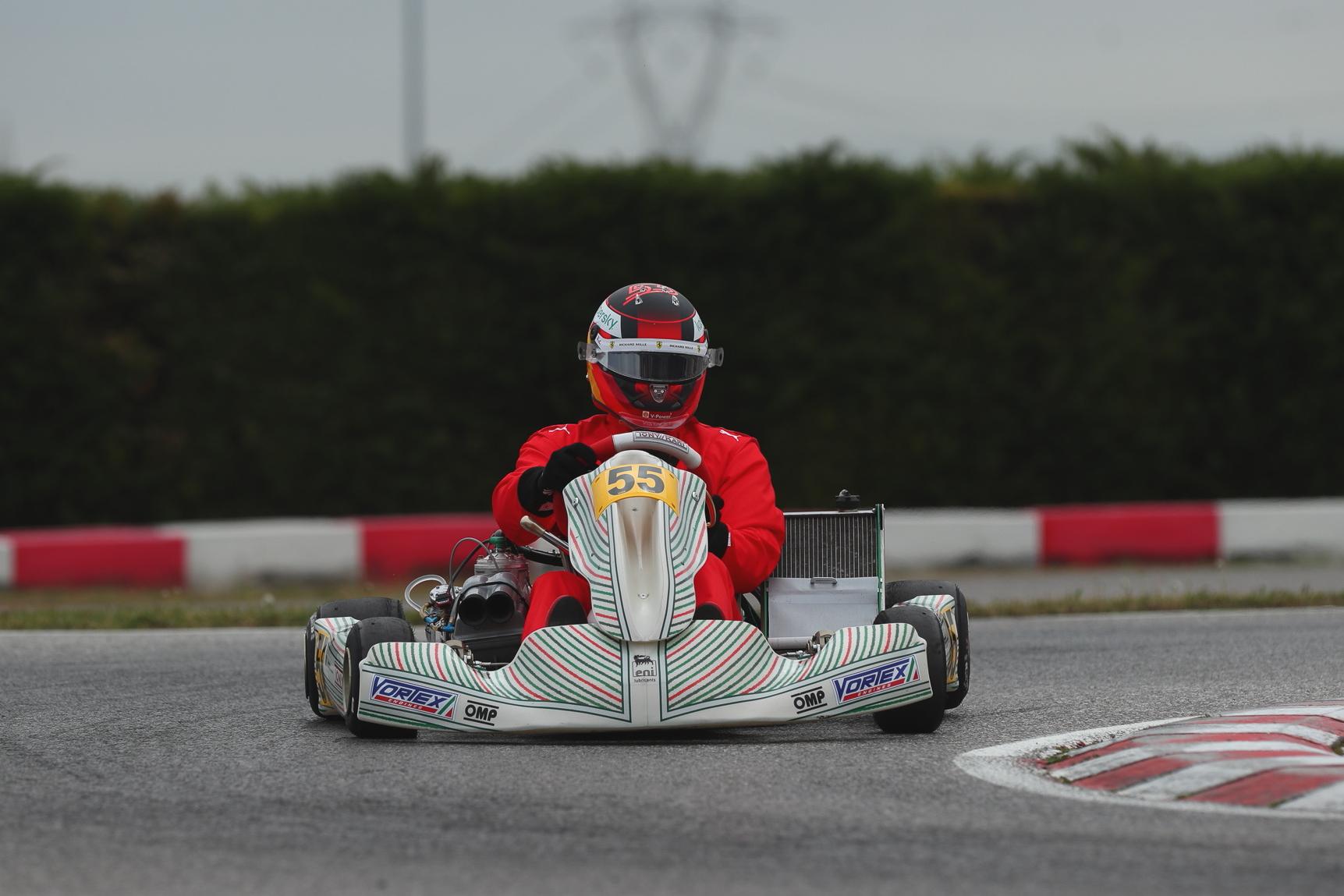 Carlos Sainz se reencuentra con el karting
